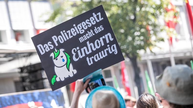 Tausende demonstrieren in Düsseldorf gegen Polizeigesetz