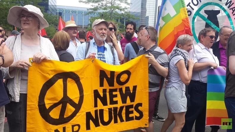 EXKLUSIVBILDER: Tausende Europäer protestieren gegen die NATO in Brüssel - die Medien schweigen