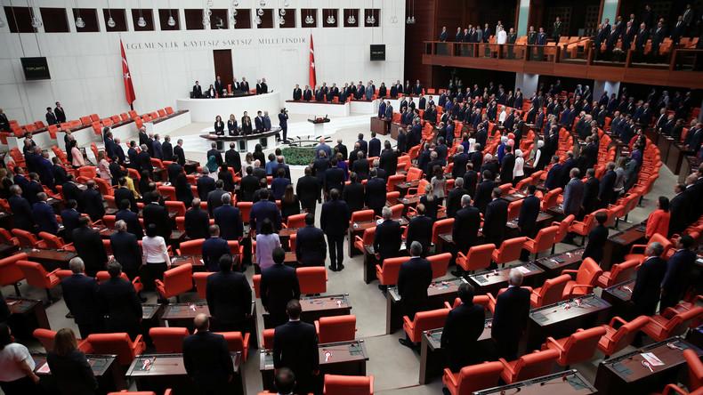 Neues türkisches Parlament nimmt Arbeit auf