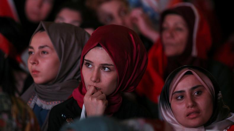 Gut 18.000 türkische Staatsbedienstete verlieren Job per Dekret