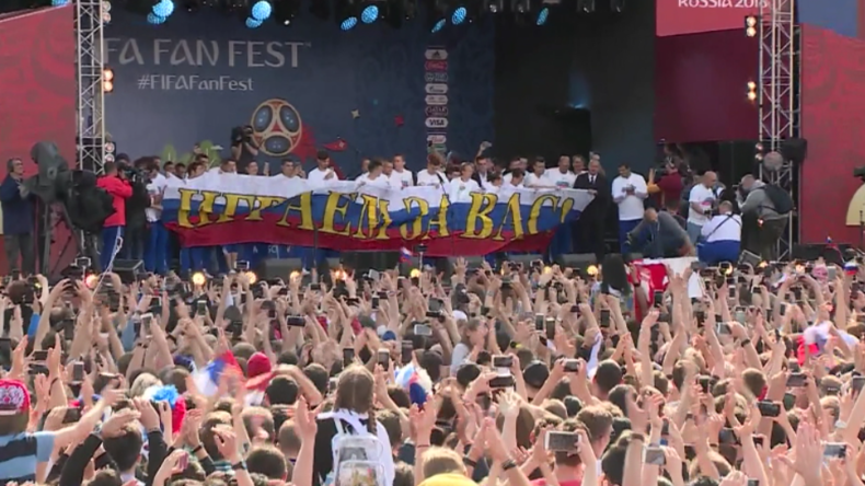 WM: Trotz Aus im Viertelfinale - Russische Fans empfangen Nationalmannschaft wie Sieger