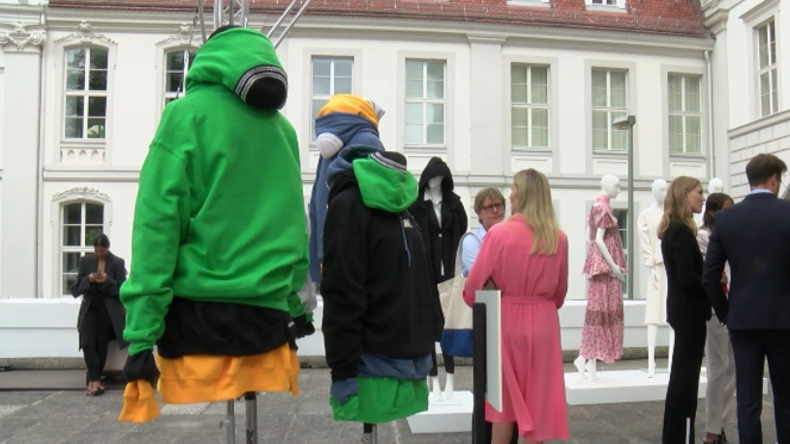 Um Zeichen gegen Diskriminierung zu setzen: Modeschöpfer erstellen Kippa-Hoodie