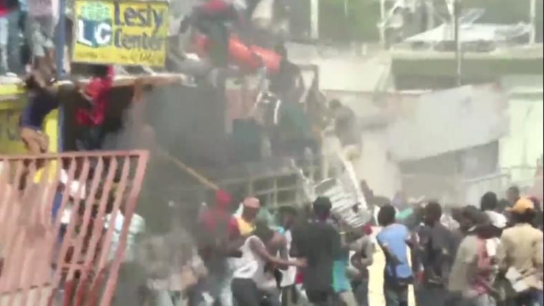 Blut und Plünderungen: Haitis Hauptstadt versinkt infolge wütender Proteste im Chaos