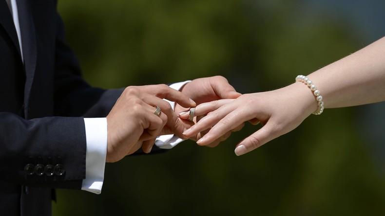 In guten wie in schlechten Zeiten: Ehescheidungen auf niedrigstem Stand seit 25 Jahren