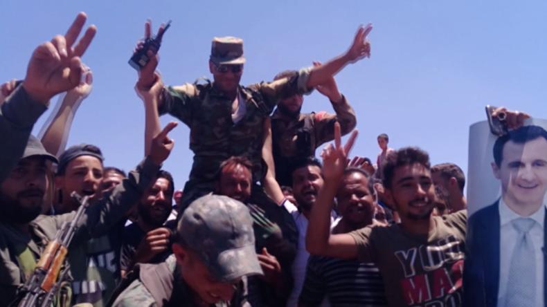 Syrien: Radikale Islamisten legen in fast 100 Dörfern und Städten Waffen nieder - Einwohner feiern