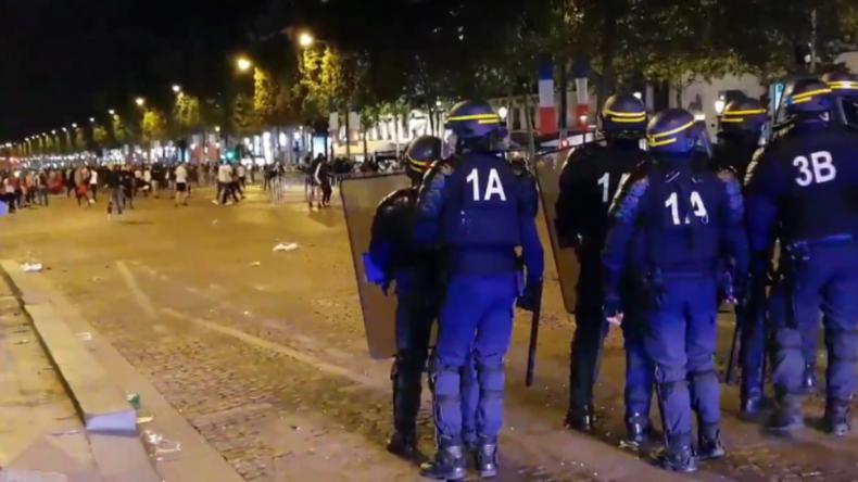 Tränengas und Verletzte - Ausnahmezustand in Paris nach Frankreichs Einzug ins WM-Finale
