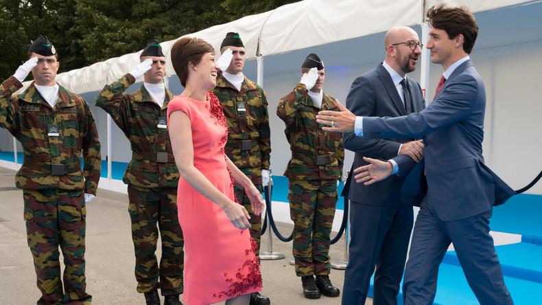 Ladies first: Justin Trudeau lässt belgischen Premier abblitzen, um dessen Frau zu küssen [VIDEO]