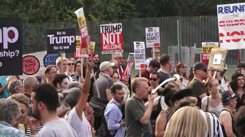Trump unter lauten Buh-Rufen und Pfiffen in London gelandet