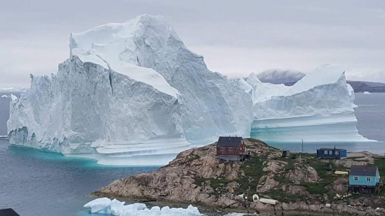 Riesen-Eisberg bedroht Dorf in Grönland - Häuser an der Küste evakuiert