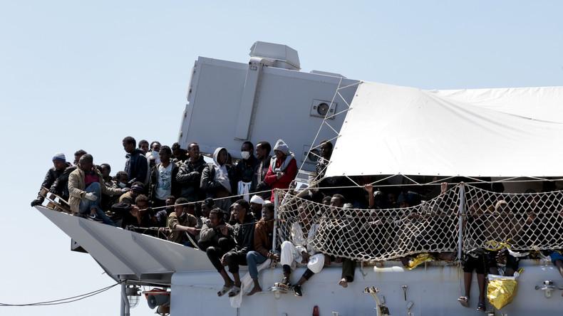 Italien weist Schiff mit 450 Migranten ab