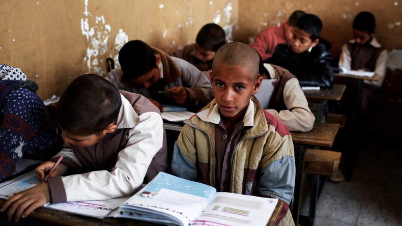 Taliban bedrohen Lehrer in Afghanistan: Über 100 Schulen geschlossen