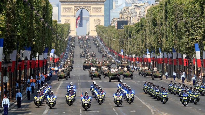 Frankreich: Nationalfeiertag mit großer Militärparade und kleiner Panne mit der Flagge