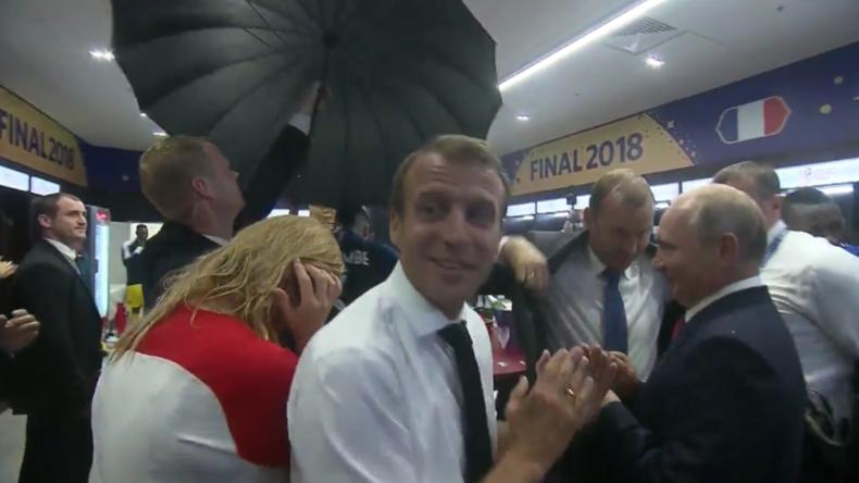 """""""Putin! Eh! Eh! Eh!"""" - Weltmeister feiern mit Putin und Macron Sieg in Mannschaftskabine"""