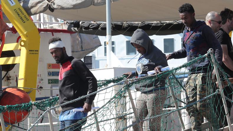 Gerettete Flüchtlinge dürfen in Italien an Land