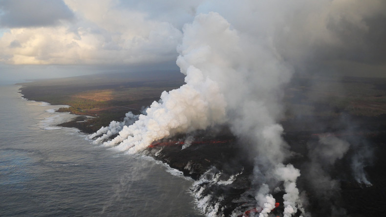 Tourboot auf Hawaii von Lava getroffen - 23 Verletzte