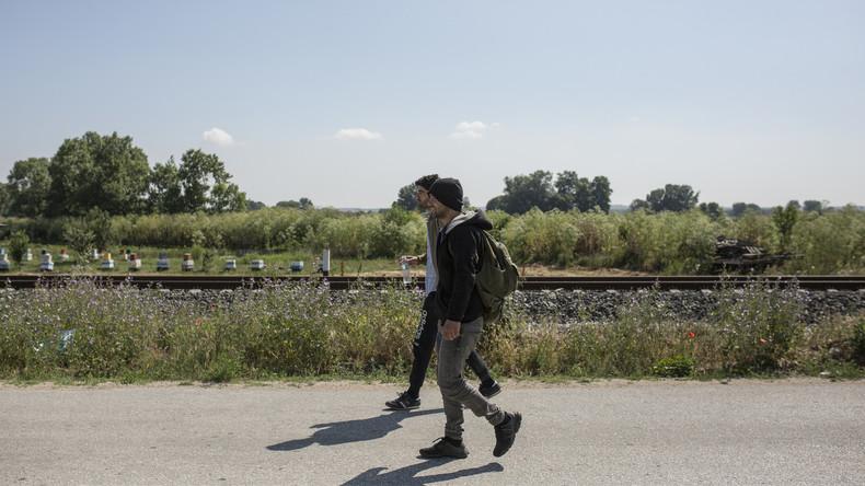 Der Weg führt für viele nach Deutschland: Migranten greifen zu falschen Identitäten