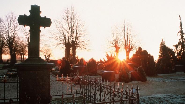 Ihre Zukunft ist nun gesichert: 53-Jährige macht bei Verlosung mit und gewinnt Grab