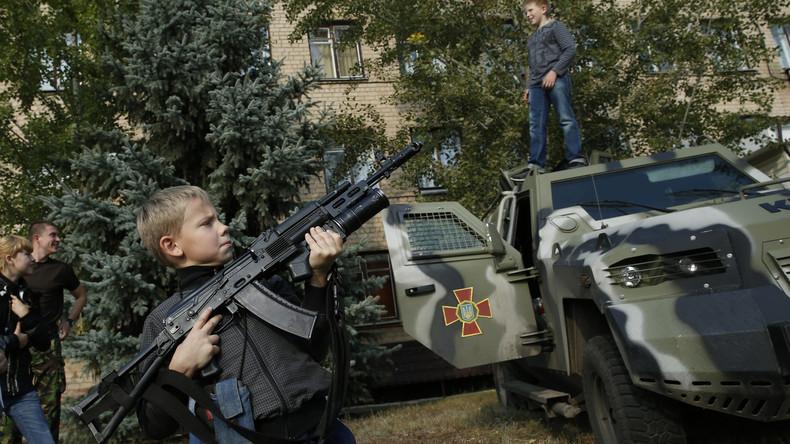 Paramilitärische Ausbildung Jugendlicher für den Krieg gegen Russland