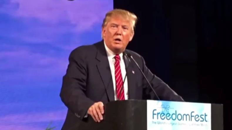 Videoaufnahmen aufgetaucht: Hier stellt angebliche russische Agentin Trump eine Frage