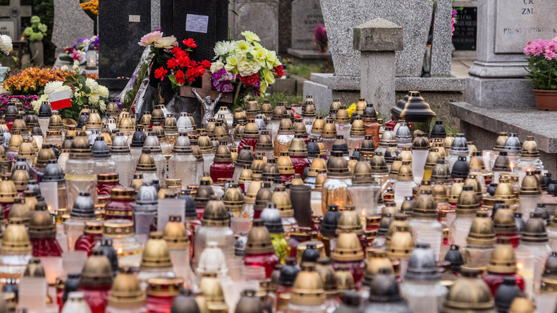 Erfurt verbietet wegen Trockenheit brennende Grabkerzen