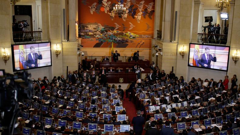 Frühere FARC-Rebellen nehmen ihre Sitze in Kolumbiens Parlament ein