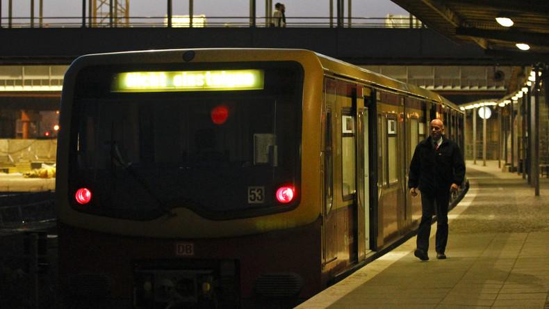 Zwei Obdachlose an Berliner S-Bahnhof angezündet
