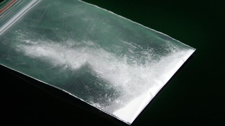 Mann schnupft jahrelang Kokain – sein Hals läuft schwarz an und verrottet