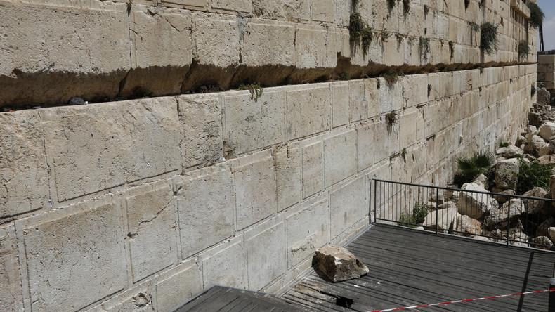 Israel: 100 Kilogramm schwerer Stein löst sich aus Klagemauer und fällt Betenden zu Füßen