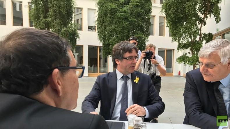 LIVE: Der frühere katalanische Präsident Puigdemont gibt Pressekonferenz in Berlin