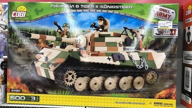 """""""Wehrmacht-Fanartikel"""": Polnische Firma lässt deutsche Kinder mit Nazi-Spielzeugpanzern spielen"""