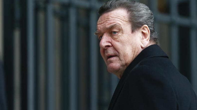 Özil-Affäre: Altkanzler Schröder rechnet mit Außenminister Maas ab
