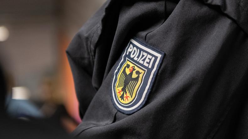 Saarland: Polizei hebt Waffenlager mit 100 Waffen aus