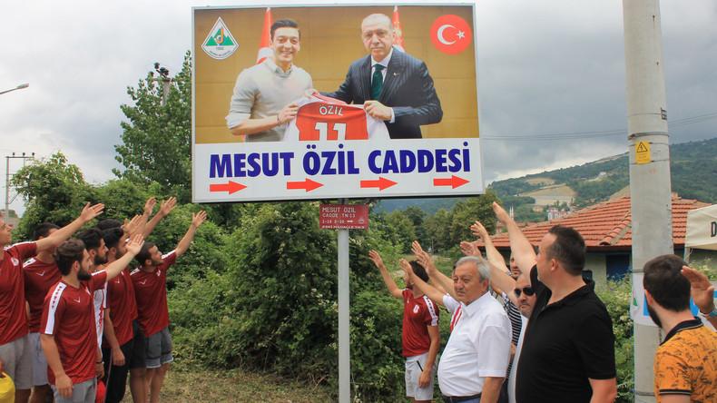 "Deutsch-Syrer kontert Özil: ""Du feierst einen Faschisten"""