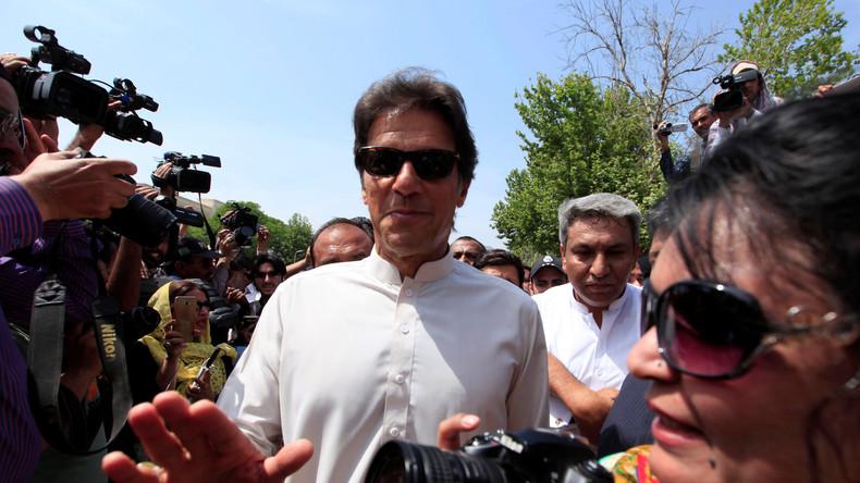 Ehemaliger Cricket-Star Imran Khan erklärt sich zum Wahlsieger in Pakistan