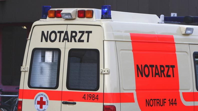 Zu heiß zum Laufen: Mann klaut Krankenwagen und bittet Polizei, noch Sandwich kaufen zu dürfen