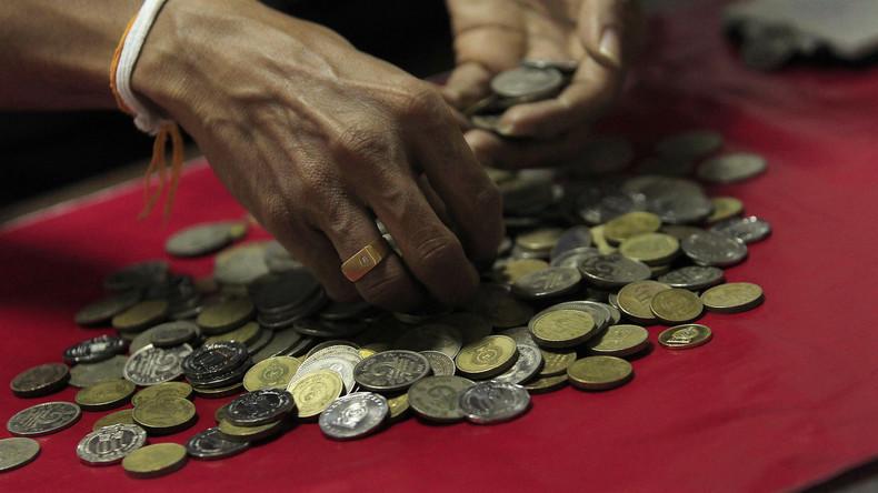 In kleiner Münze heimgezahlt: Inder zahlt über 300 Euro Monatsunterhalt an Ex-Frau in Kleingeld