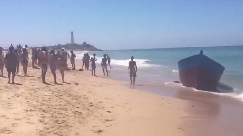 Migrantenboot landet an Badestrand bei Cádiz in Spanien an