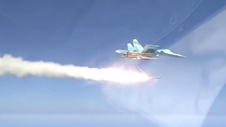 Training der russischen Luftwaffe über dem Kaspischen Meer