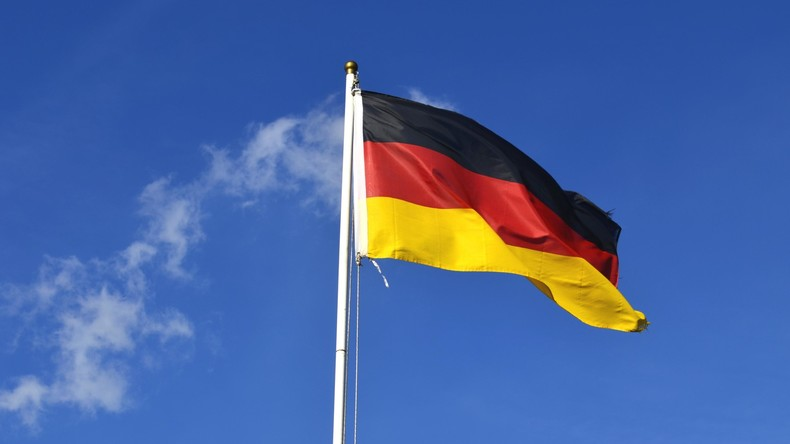 Zerschnittene Deutschlandfahne ins Netz gestellt – 2.500 Euro Strafe