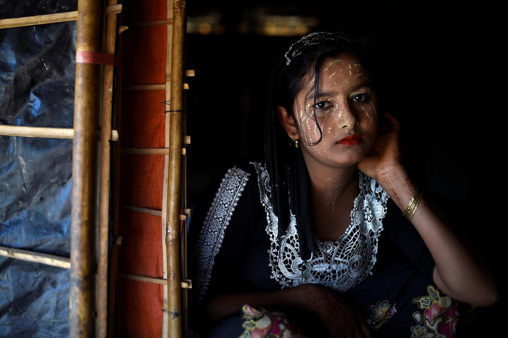 """Juhara Begum, 13 Jahre alt, Jamtoli Camp, Bangladesch, 1. April 2018. Sie berichtet: """"Ich konnte dort (in Myanmar) nicht leeben, weil des Militärs, also kam ich hierher. Das Militär schoß auf uns und schlachtete uns ab. Wir liefen sehr lange, es dauerte fünf Tage, um die Grenze zu erreichen."""""""