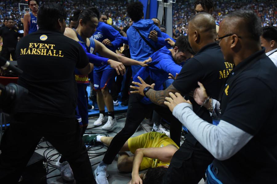 Härteste Schlägerei seit Jahren: Strafen gegen australische und philippinische Basketballspieler