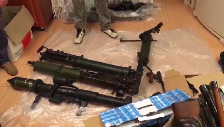 """""""Europäer, Amerikaner, sowjetische Rückimporte"""": Waffen-Schmuggelkanal aus EU nach Russland gekappt"""