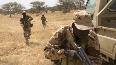 Ein tschadischer Soldat während einer von EU und USA finanzierten Militärübung