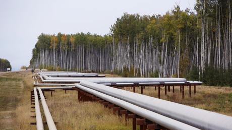 Pipelines am McKay River Suncor Ölsand in-situ in der Nähe von Fort McMurray, Alberta, Kanada. In 1967 half Suncor als Pionier bei der kommerziellen Entwicklung von Kanadas Ölsand, einem der größten Erdölressourcenbecken der Welt.