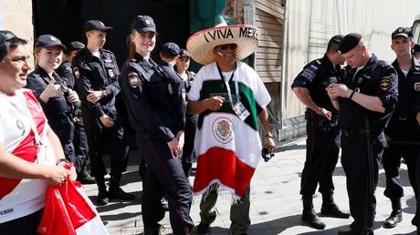 Als ungewohnt freundlich empfinden viele Russen das Auftreten ihrer Polizei während der Fußball-WM.