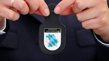 Das Logo der neu gegründeten Bayerischen Grenzpolizei. Die von CSU-Ministerpräsident Markus Söder ins Leben gerufene Einheit umfasst 500 Beamte.