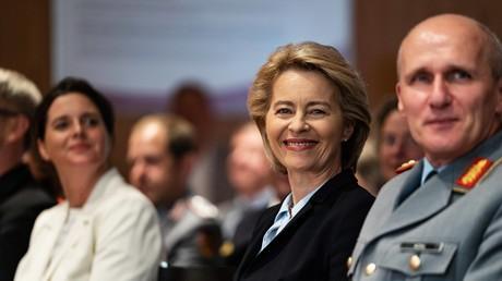 Die Bundeswehr soll denken - und damit der Politik Impulse geben- Verteidigungsministerin von der Leyen und Brigadegeneral Kohl bei der Eröffnung des GIDS.