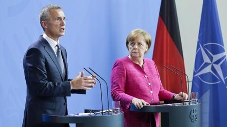 Berlin, 15. Juni 2018: Nach einem gemeinsamen Gespräch treten NATO-Generalsekretär Jens Stoltenberg und Kanzlerin Angela Merkel vor die Presse.