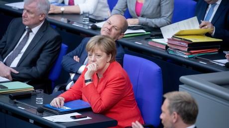 CSU-Chef Horst Seehofer, SPD-Vize Olaf Scholz und CDU-Vorsitzende Angela Merkel (v.l.) am 4. Juli 2018 im Bundestag.