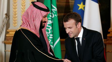 Der französische Präsident Emmanuel Macron und der saudische Kronprinz Mohammed bin Salman nehmen am 10. April 2018 an einer Pressekonferenz im Élysée-Palast in Paris teil.